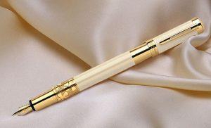 Tặng bút có ý nghĩa như thế nào?