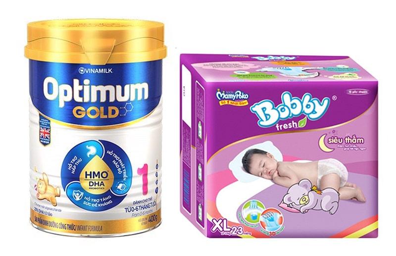 Lựa chọn sữa và bỉm là những món quà rất hữu ích với bé trong giai đoạn này