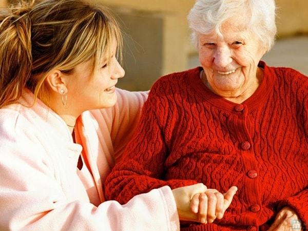 Thăm người già ốm nên mua gì phù hợp và có ích 3
