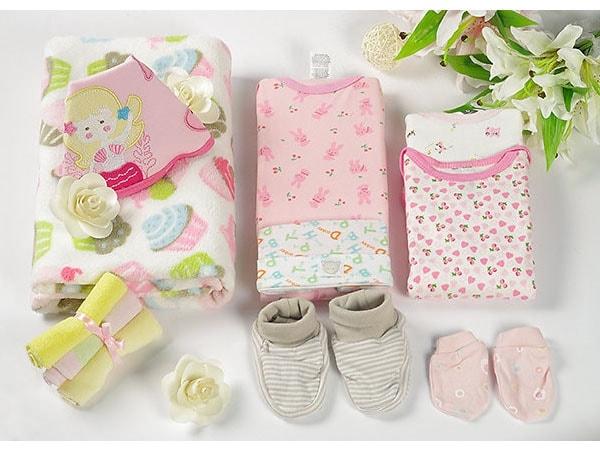 Gợi ý 10 món quà đầy tháng ý nghĩa dành cho bé gái