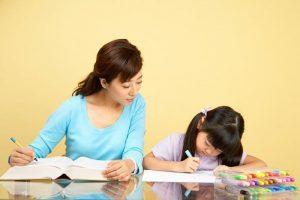 Khi con chuẩn bị vào lớp 1, việc cần làm đầu tiên của bố mẹ là dạy con tự lập