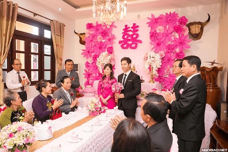 Tùy theo phong tục từng nơi mà quyết định có mang hoa cưới trong đám hỏi không