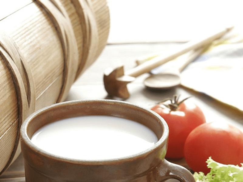Mặt nạ cà chua với sữa tươi